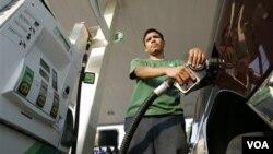 Los altos precios del petróleo han puesto en jaque la recuperación económica.