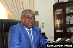 Guy Madjé Lorenzo, ministre togolais de la Communication, à Lomé, le 19 avril 2018. (VOA/Kayi Lawson)