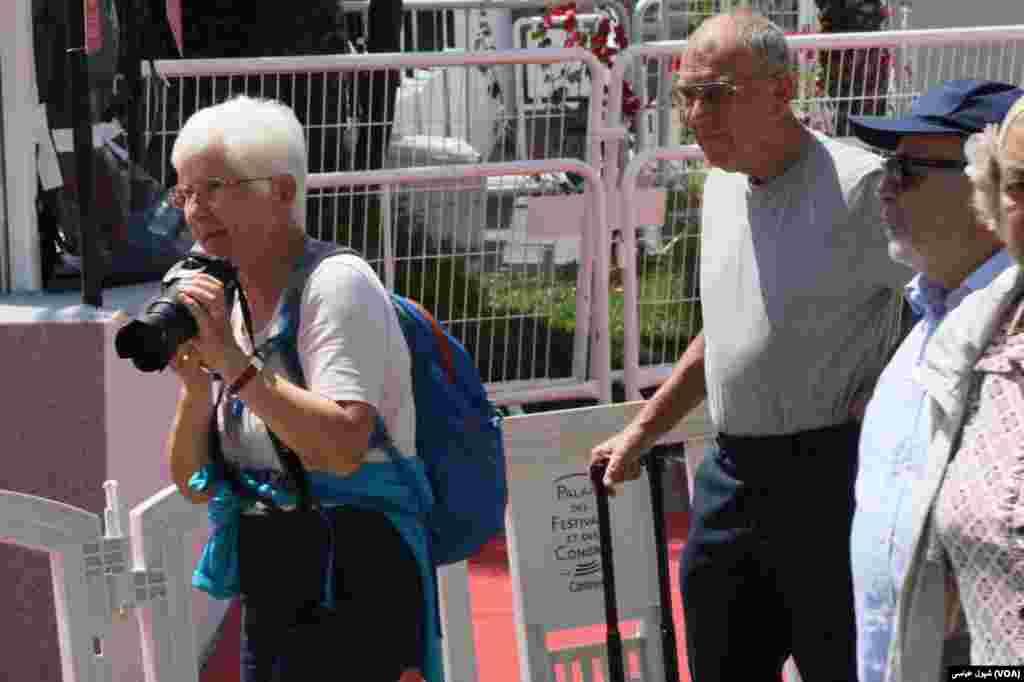 این خانم گفت ۴۰ سال است به جشنواره کن می آیم و فیلم های دسته اول را می بینم