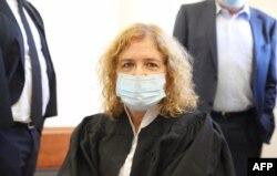 Liat Ben Ari, penggugat dalam persidangan terhadap Perdana Menteri Benjamin Netanyahu, menjelang sidang kasus di Pengadilan Distrik di Yerusalem, 19 Juli 2020. (FOto: dok).