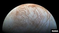 Europa, bulan planet Yupiter (foto: NASA).