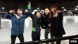 남북 대학생들의 스케이트장 나들이 (1)