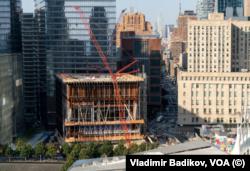 Строительство центра искусств имени Рональда Перельмана. Фото: Vladimir Badikov, VOA