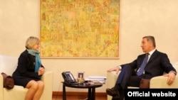 Nova američka ambasadorka u Crnoj Gori Margaret En Uehara i crnogorski premijer Milo Đukanović tokom susreta u Podgorici