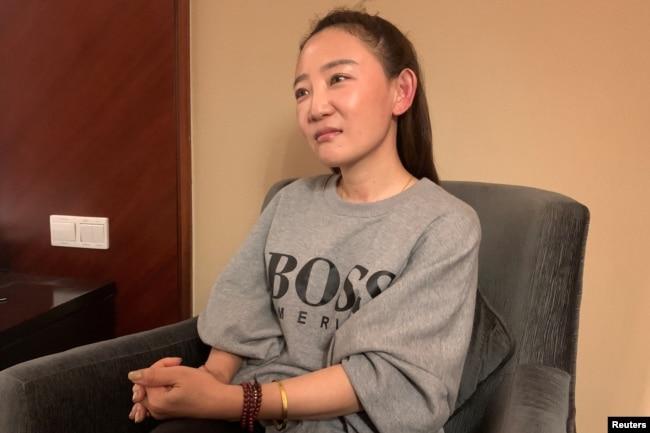 澳大利亚华裔杨恒均的妻子袁小靚在上海接受路透社的采访。(2020年10月19日)