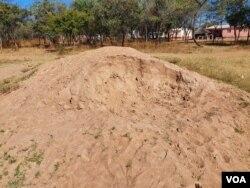 Bakha ikilinika eSomnene ezanceda abantu abafika inkulungwane ezingamatshumi amathathu - 30,000. (Photo: Ezra Tshisa Sibanda)