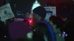 美国示威者抗议不起诉致黑人死亡的白人警察