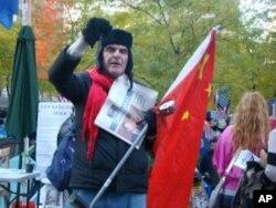 美國人用五星紅旗示威
