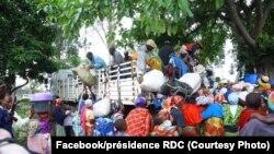 Des ressortissants du Burundi en train d'embarquer dans des camions pour leur rapatriement, à Goma, RDC, 16 mars 2020. (Facebook/Présidence RDC)