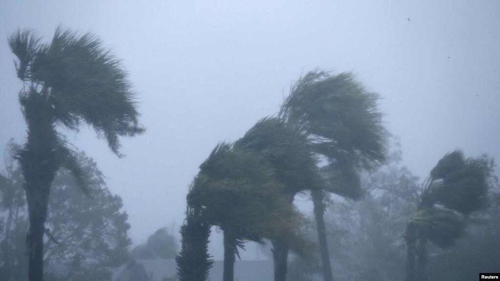 Ураган «Майкл» ослаб до уровня тропического шторма и движется на северо-восток