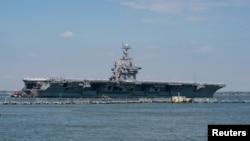 El portaaviones USS Harry S. Truman de la Armada de EE. UU. Parte con su grupo de ataque hacia el Medio Oriente desde la Estación Naval de Norfolk, Virginia, EE. UU.