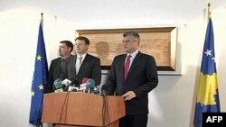Novi predstavnik EU na Kosovu, Samuel Žbogar i kosovski premijer, Hašim Tači na konferenciji za novinare posle sastanka, 7. februar 2012.