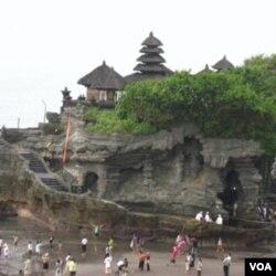 Pemerintah provinsi Bali sedang berusaha menangani kasus rabies agar tidak mengganggu bisnis pariwisata di sana.