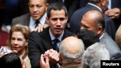 El líder opositor venezolano y el autoproclamado presidente encargado Juan Guaidó asiste a una sesión de la Asamblea Nacional de Venezuela en Caracas, Venezuela, 29 de enero de 2019.
