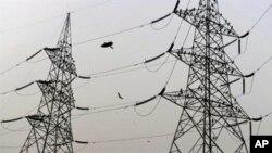新德里郊外的高压输电塔(资料照片)