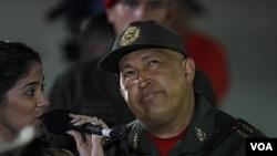 """El mandatario venezolano insiste en que el """"dólar cada día vale menos""""."""