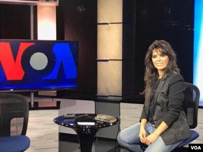 یاسمین لوی در استودیوی صدای آمریکا درنیویورک