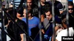 Tentara Turki yang minta suaka politik di Yunani, tiba di Athena (foto: dok).