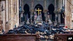 Quang cảnh bên trong Nhà thờ Đức Bà Paris, ngày 16 tháng 4, 2019