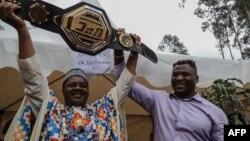 Le Camerounais Francis Ngannou, champion du monde des arts martiaux mixtes poids lourds (MMA), à Bafoussam, au Cameroun, le 1er mai 2021.