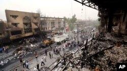 Мешканці і сили безпеки на місці терористичної ататки в Багдаді