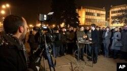 ЗНМ и Владата се судрија околу изјавата на премиерот за новинар