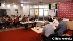 Učesnici rasprave Novinarstvo i pretpostavka nevinosti, u Press centru UNS-a, 18. jula 2018. (foto: Press centar UNS-a)