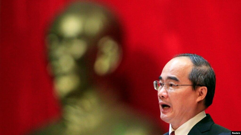 Nguyễn Thiện Nhân - Uỷ viên bộ chính trị kiêm bí thư thành ủy TP.HCM - là quan chức được xem là cúc cung với những 'người Bắc có lý luận'.