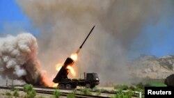 북한 군의 미사일 발사 훈련 장면을 지난 15일 조선중앙통신이 공개했다.