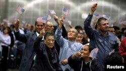 Unos 11 millones de personas indocumentadas esperan que el Senador logre aprobar una reforma migratoria antes del 4 de julio.