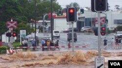 Banjir menutupi jalan-jalan di kota Toowoomba, Queensland.