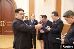 Lãnh tụ Kim Jong Un gặp các giới chức cấp cao đi tham dự Thế vận hội Mùa đông ở Hàn Quốc.