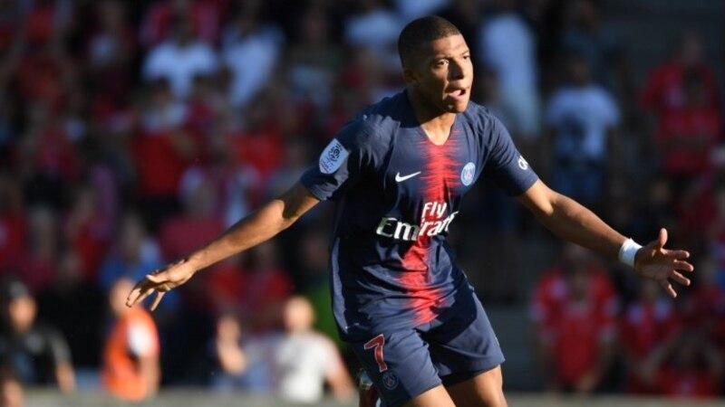Kylian Mbappé met la pression sur le PSG