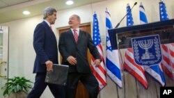 이스라엘을 방문한 존 케리 미 국무장관(왼쪽)이 5일 예루살렘의 총리관저에서 베냐민 네타냐후 이스라엘 총리와 회동했다.
