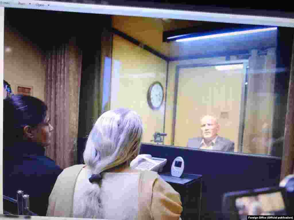 ملاقات کے لیے کلبھوشن یادیو کی بیوی اور والدہ پیر کی صبح ہی اسلام آباد پہنچی تھیں۔