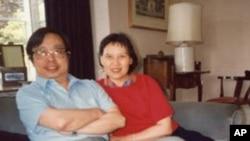 方励之夫妇1990年6月24日在美驻华大使馆最后一晚在大使房间开告别会。