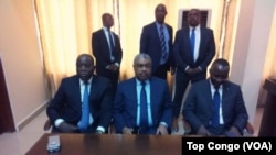 Le président de l'Assemblée nationale, Aubin Minaku, à gauche, le Premier ministre Samy Badibanga, au centre, et le Directeur de cabinet du président Joseph Kabila, Néhémie Mwilanya, présents au lancement du dialogue politique, à Kinshasa, RDC, 8 décembre
