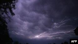 توفان های شديد در آمريکا دست کم ۵ کشته برجا گذاشت