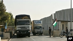 United Nations trucks carrying supplies cross into Rafah town through the Kerem Shalom crossing between Israel and the southern Gaza Strip, 16 Jun 2010