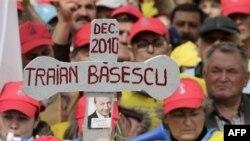 Rumani: Punonjësit e sektorit publik protestojnë kundër shkurtimit të pagave