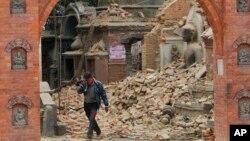 El epicentro del terremoto con magnitud 7,8 tuvo lugar a 80 kilómetros al noroeste de la capital de Nepal, Katmandú.