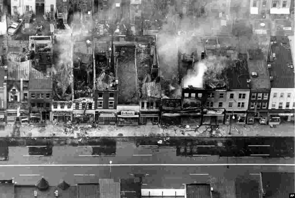 Des bâtiments détruits par le feu après des émeutes dans la rue H dans le nord-est de Washington, D.C., le 5 avril 1968.