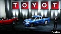 Truck Tacoma keluaran 2004 saat diluncurkan di Pameran Otomotif Chicago. (Foto: Dok)