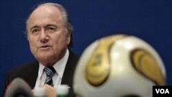 El presidente de la FIFA, Joseph Blatter, dijo que el organismo ya investiga a algunos miembros qu habrían recibido dinero a cambio de su voto para candidatos a organizar el Mundial de 2018.