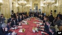 Ngoại trưởng Mỹ John Kerry họp cùng lãnh đạo các nước về vấn đề Syria ở Paris ngày 14/12/2015.