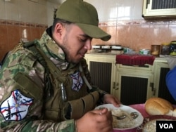 Ramen Khoshaba, a fighter with the Christian militia Dwekh Nawsha. (S. Behn/VOA)