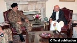 پاکستانی فوج کے سربراہ کی افغان صدر سے ملاقات (فائل فوٹو)