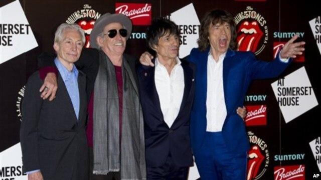 Ban nhạc 'The Rolling Stones' biểu diễn lần đầu tiên năm 1962 tại câu lạc bộ có tên gọi The Marquee ở London.