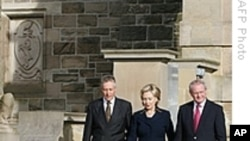 Clinton Lauds Irish Peace Process, Urges More Progress