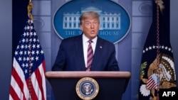 Predsjednik SAD Donald Trump u sobi za novinarske brifinge u Bijeloj kući, 5. novembra 2020. (Foto: AFP/Brendan Smialowski)